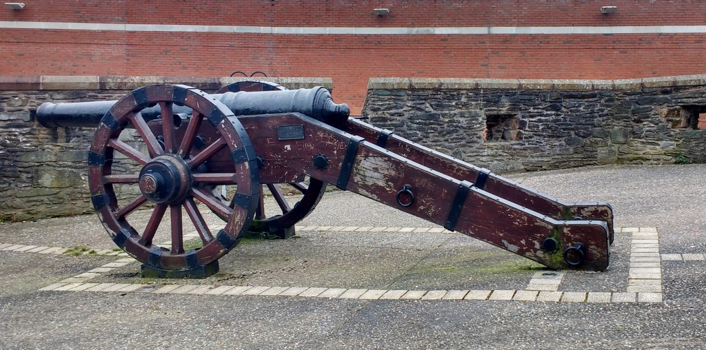 cannon derry walls northern ireland